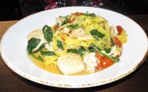 La Fava - Tagliatelle w scallops, spinach, tomatoes